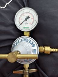 Reguladores de Gás: Regulador de Gás FRG-45 FAMABRAS com Manômetro Alta Pressão<br><br>