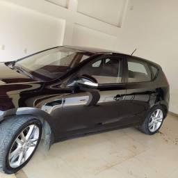 Hyundai i30 2011 2.0 16v at 145 cv, preto, teto solar