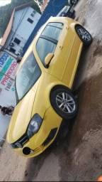 Carro golf amarelo