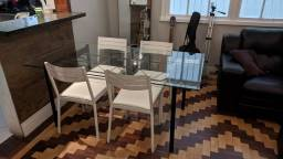 Mesa de vidro e cadeiras Tok&Stock