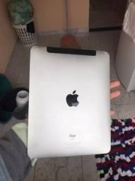 iPad 1 32g pega chip e Wi-Fi. Com carregador e capa.