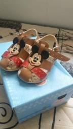 Sandália do Mickey infantil