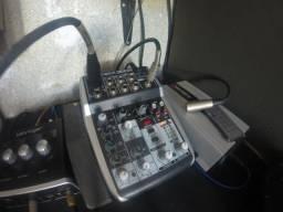 Mesa de som USB Behringer Q502USB