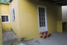 Casa 2 quartos, pertinho da Dutra, tipo casinha de boneca, simples! porém aconchegante!!