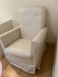 Poltrona-cadeira de amamentação e balanço