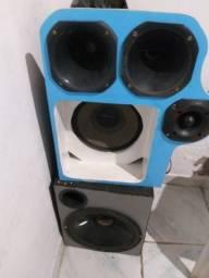 Vendo sub com duas corneta vai com o som e mesa montada