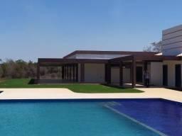 Lotes de 2000 m² completamento planos em Condomínio Fechado de Alto Padrão
