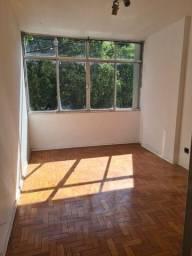 Alugo excelente apartamento na Rua São Pedro