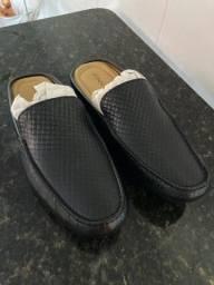 Sapato aberto de couro