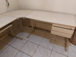 Mesa de canto para escritorio