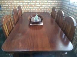 Mesa com 6 cadeiras. Madeira Maciça