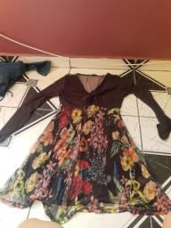Vestido Zinzane M preto e floral.