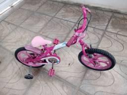 Bicicleta infantil c/ rodinhas da Barbie em perfeito estado