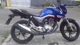 Vendo moto titã 160 ano 2019 semi nova