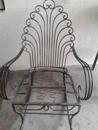 Linda cadeira de balanço em ferro