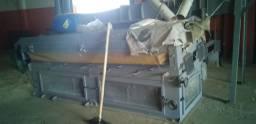 Galpão com maquinário