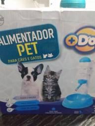 Alimentador de cães e gatos água e ração