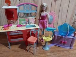 Barbie cozinha e salão de beleza