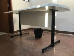 Mesa reforçada