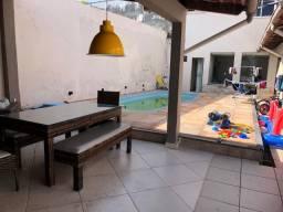 Ampla Casa em Vila Fechada