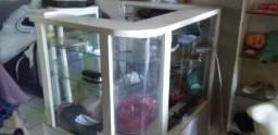 Expositor para loja de madeira com prateleiras