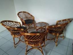 Conjunto de cadeiras pouco usadas