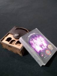 Deck Keyforge c/ Shild e deck box de madeira
