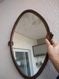 Espelho grande em estilo barroco antigo esculpida e dourada de ferro