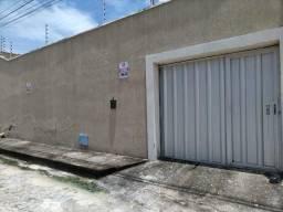 Casa Plana Com 390m2 de Terreno no Aquiraz com 7 anos de construção - Valor R$290.000,00
