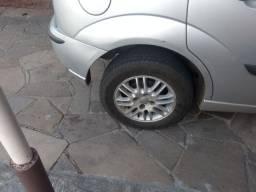 Troco essas rodas 14 por rodas 15 act de ferro com pneu bom tambem