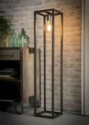 Lindas luminarias em aço carbono