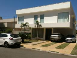 Triplex com 428m² de área construída no Jardins Mônaco