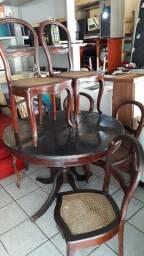 Mesa redonda expansiva com  pés pata de leão e 6 cadeiras medalhão