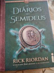 Livro (Os diários do Semideus)