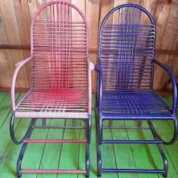 Vendo duas cadeiras de balanço valor 200 esse valor pra vim busca .