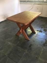 vendo mesa de madeira medindo 1,18 comp x 0,76 larg