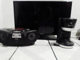Tv e Rádio para retirada de peças e uma cafeteira elétrica sem a jarra (leia a descrição)