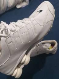 Tenis Nike shox número 40   1 linha