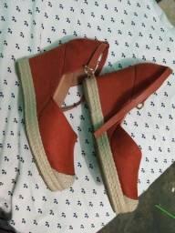 Vende se essa sandália