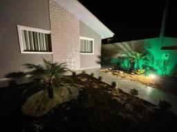 Linda residêndia c/  03 quartos, churrasqueira, mobiliada e decorada no Jardim Gianna !!