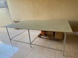 Mesa de corte + máquina de corte