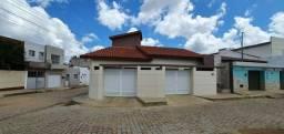 Alugo casa na cidade de Monteiro com 03 quartos