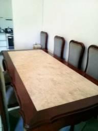 Mesa clássica com 8 cadeiras