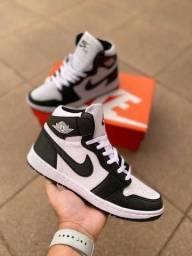Tênis Air Jordan Branco/Preto