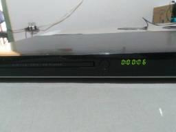 DVD. LG, Com entrada USB. Funcionando Normal. Com Controle.55,00