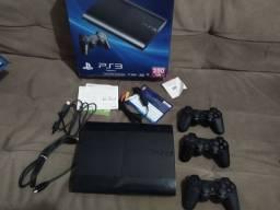 Playstation 3 com 3 controles cabos caixa e nota