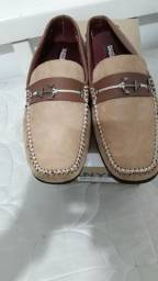 Sapatos masculinos diversos modelos e tamanhos