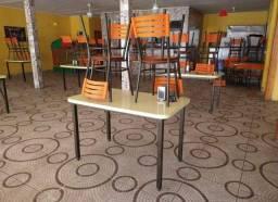 Mesas e cadeiras estado de novo