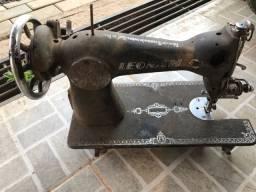 Máquina de costura para decoração