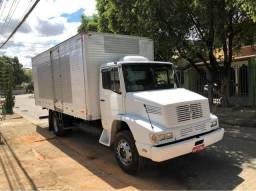 Caminhão baú com serviço agregado - 1991
